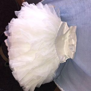 White baby Gap dress tule fluffy gorgeous 3-6 m